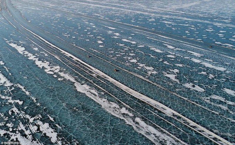 Автомобильная переправа по льду Енисея (10)
