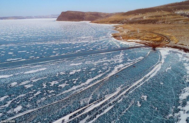 Автомобильная переправа по льду Енисея (11)