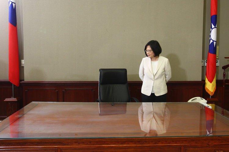 Как выглядят рабочие столы глав государств (12)