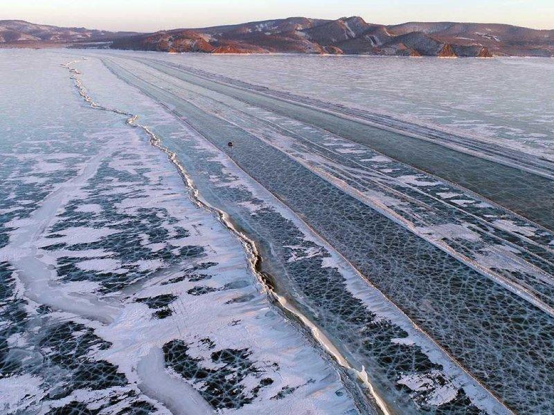 Автомобильная переправа по льду Енисея (2)