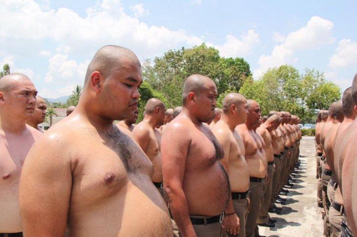 Таиландский лагерь для полицейских с лишним весом (2)