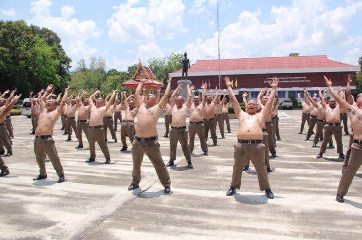 Таиландский лагерь для полицейских с лишним весом (3)