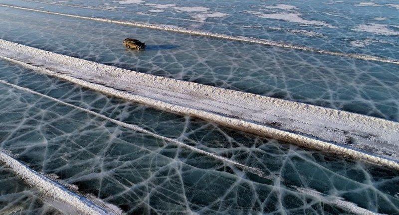 Автомобильная переправа по льду Енисея (3)