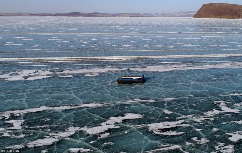 Автомобильная переправа по льду Енисея (7)