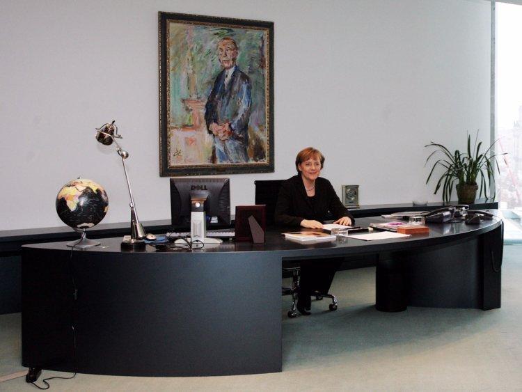 Как выглядят рабочие столы глав государств (7)