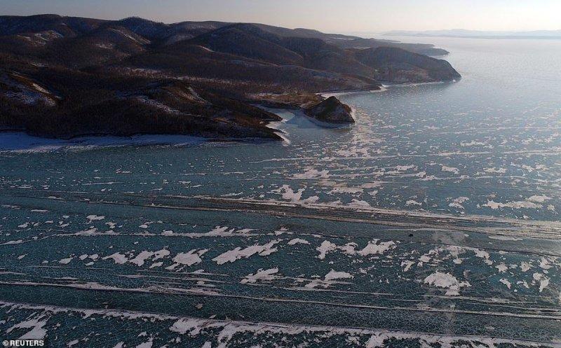 Автомобильная переправа по льду Енисея (9)