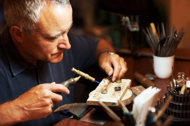 Изготовление ювелирных украшений на заказ: плюсы и минусы