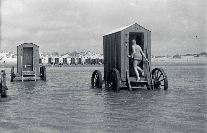 Как купались на пляжах скромницы XIX века (1)