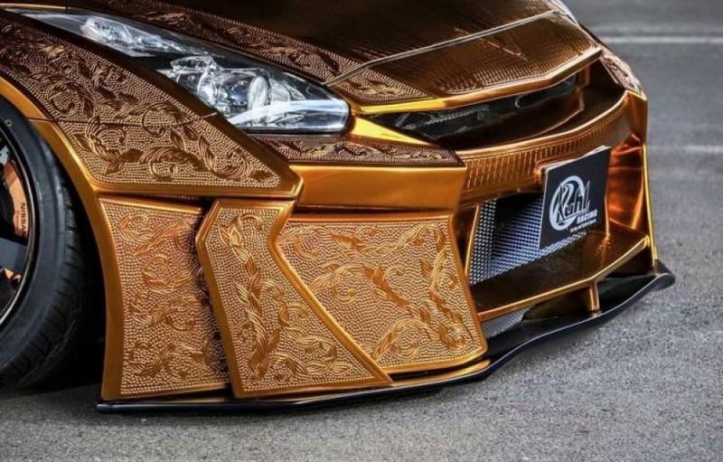 Nissan R35 GT-R из золота (1)