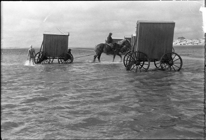 Как купались на пляжах скромницы XIX века (3)