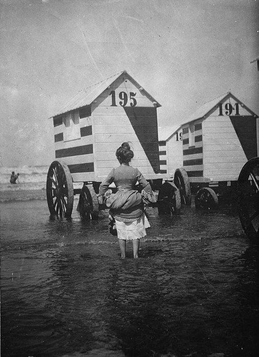 Как купались на пляжах скромницы XIX века (4)