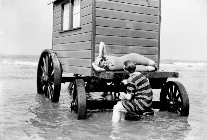 Как купались на пляжах скромницы XIX века (6)