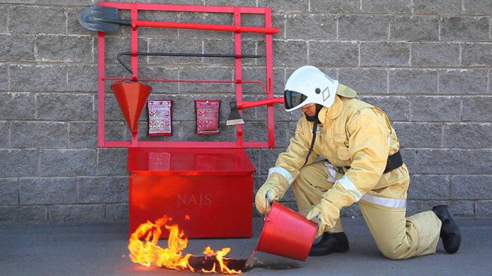 Почему пожарное ведро имеет коническую форму? (3)