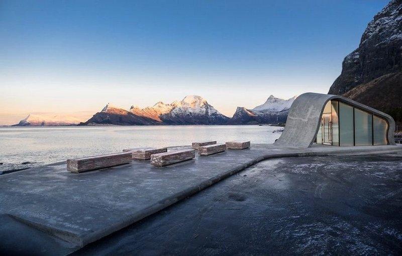 Самый необычный общественный туалет в Норвегии (2)