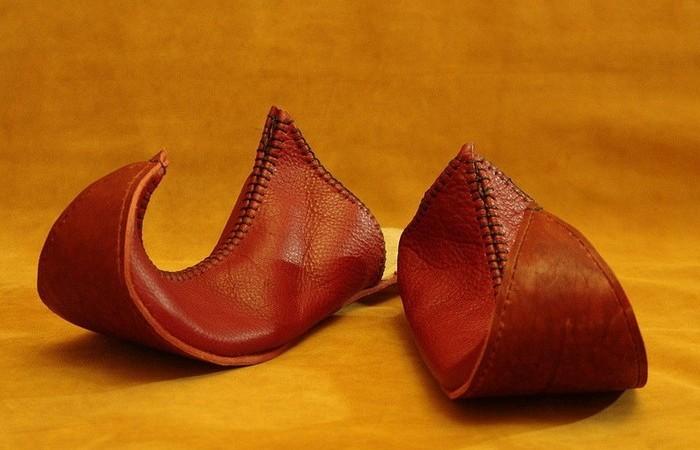 Зачем на Востоке носили обувь с загнутыми носами (4)