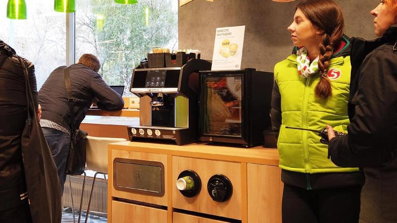 Зачем в магазинах ставят кофемашины (1)