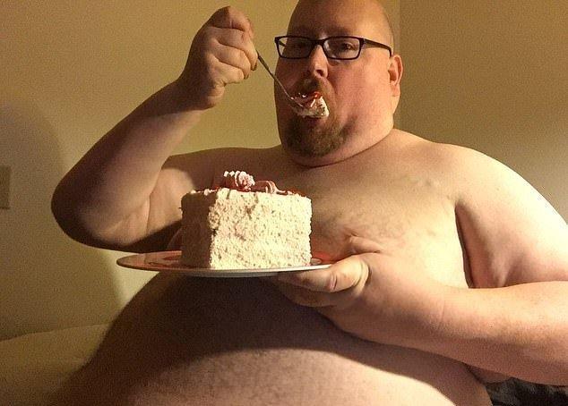 Мужчина перестал есть по 20000 калорий в день. И вот как он теперь выглядит (5)