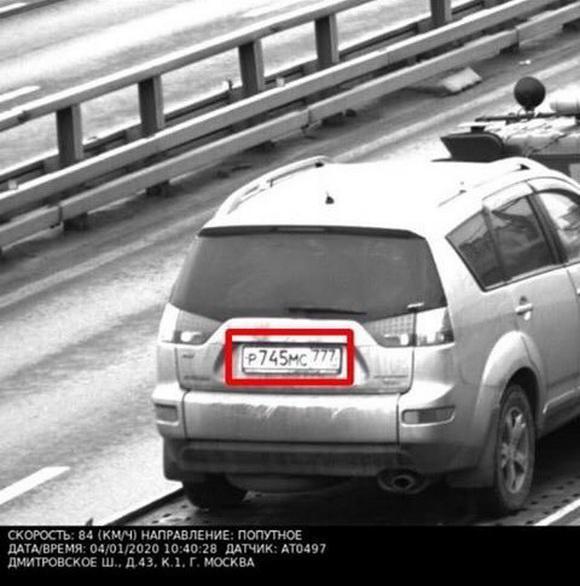 Москвичу пришёл штраф за превышение скорости, когда его машину вёз эвакуатор