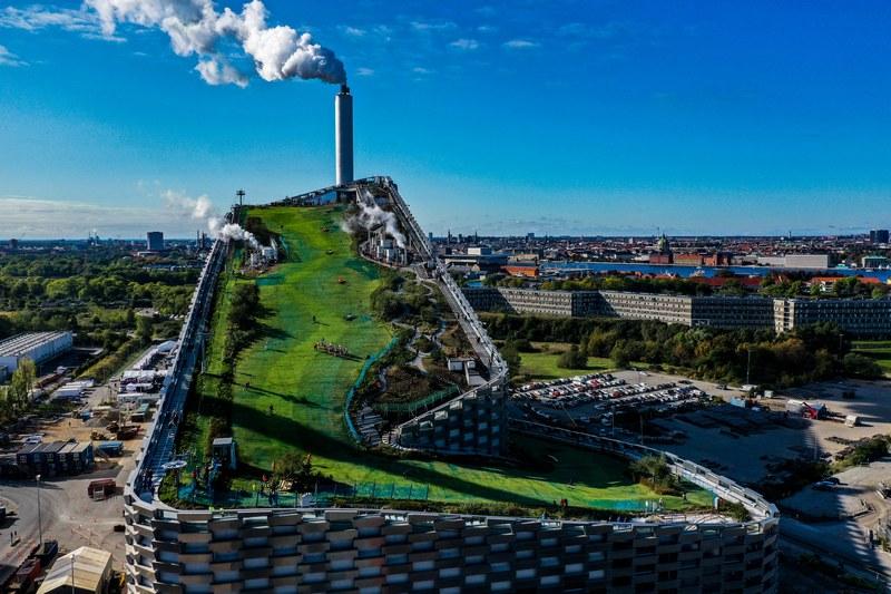 В Копенгагене достроили мусороперерабатывающий завод (1)