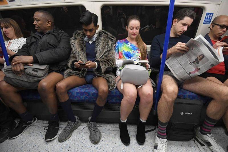 В метро без штанов 2020 (10)