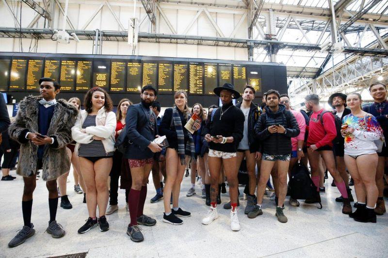 В метро без штанов 2020 (11)