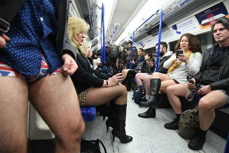 В метро без штанов 2020 (14)