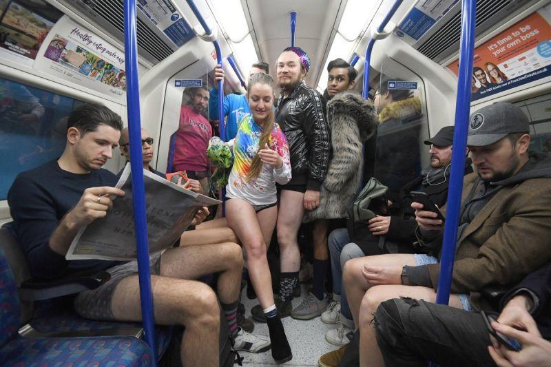 В метро без штанов 2020 (15)