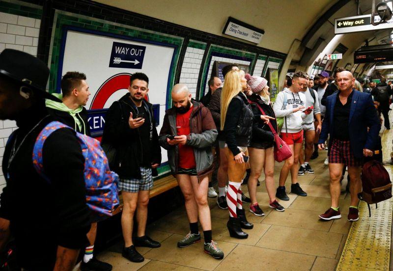 В метро без штанов 2020 (21)