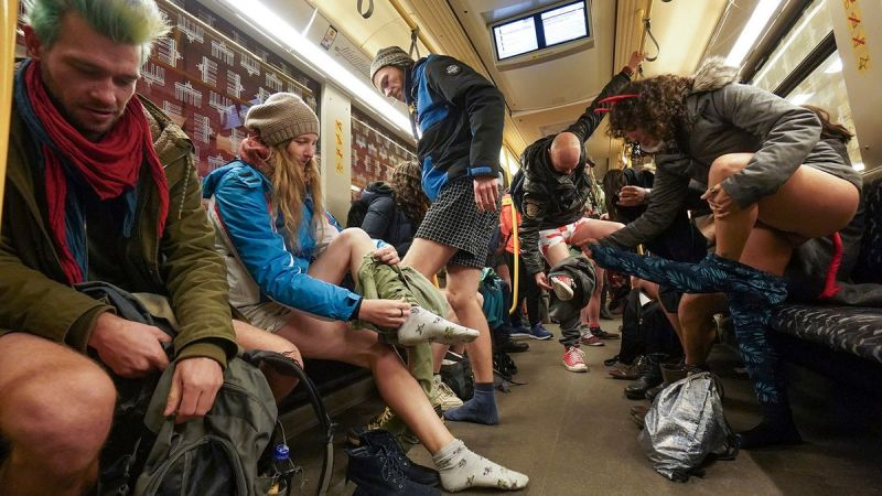 В метро без штанов 2020 (23)