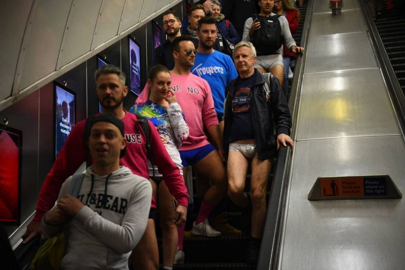 В метро без штанов 2020 (7)