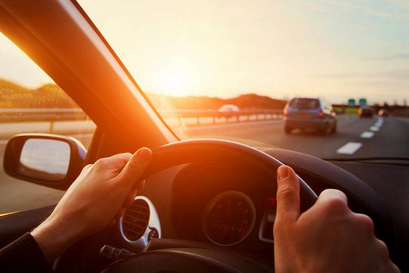 Что нельзя делать находясь за рулем машины?