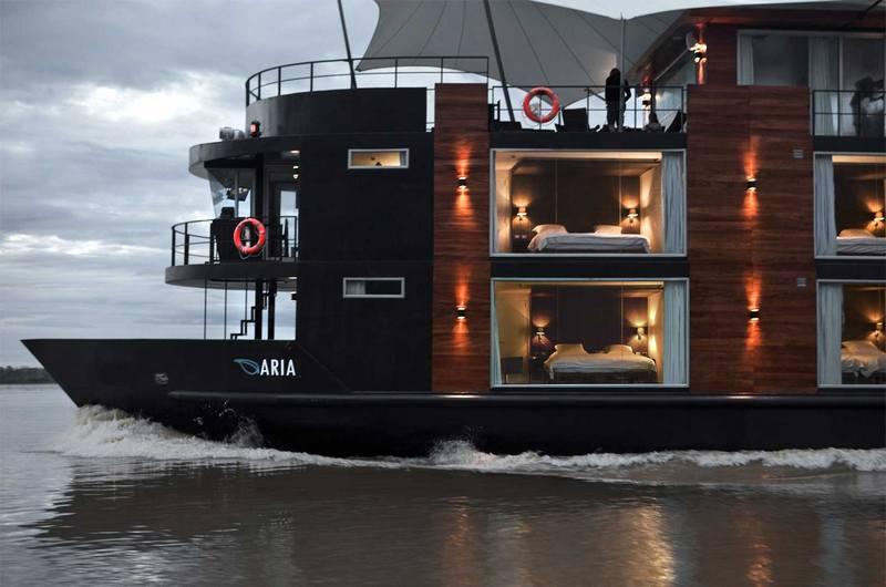 Круизный корабль на Амазонке